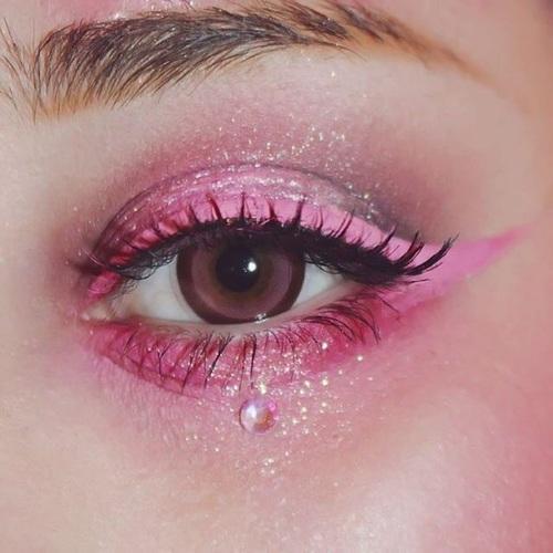 ピンクアイシャドウ