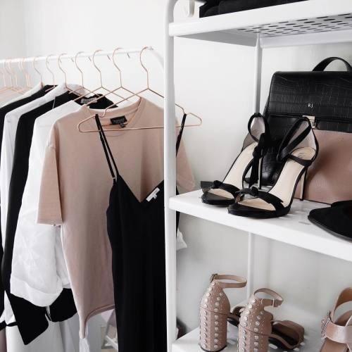 ブラックコーデ 黒 モード系メイク ファッション