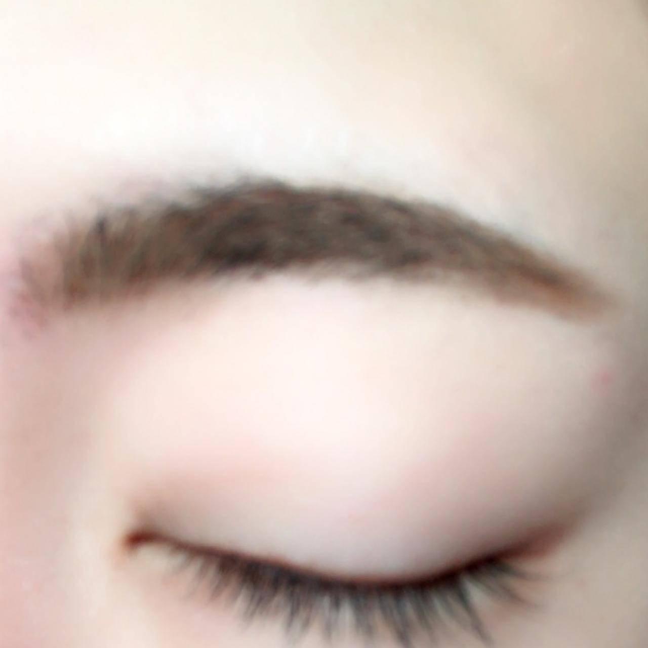 眉頭は薄くなるように