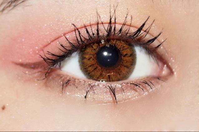 色っぽい目元に♡赤アイシャドウを使ったメイクのアレンジ例とおすすめアイテムをご紹介!