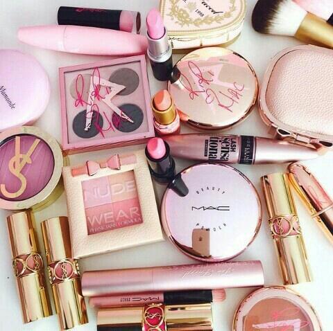 ピンク メイク道具