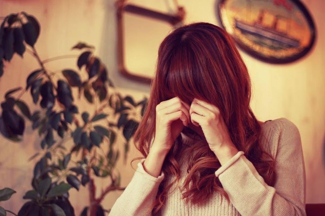 女の子 泣いてる