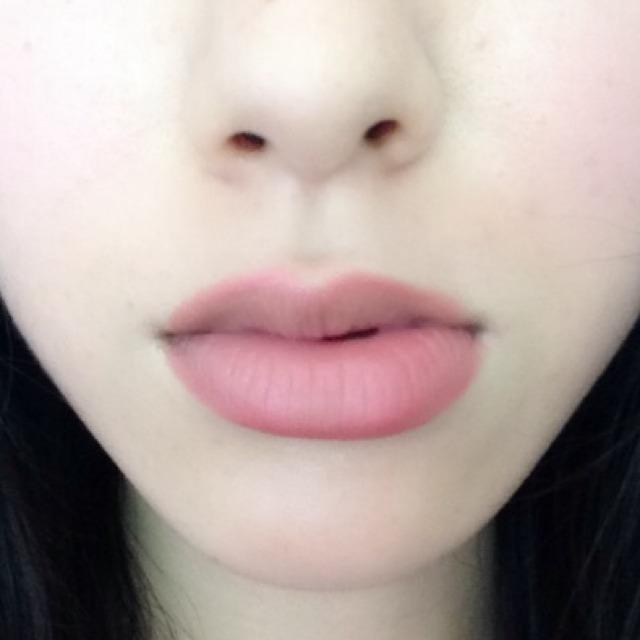 ⑦リップライナーでオーバー気味にぽってり唇になるよう輪郭をとります! リップライナーは使えるのでかなりオススメです♡