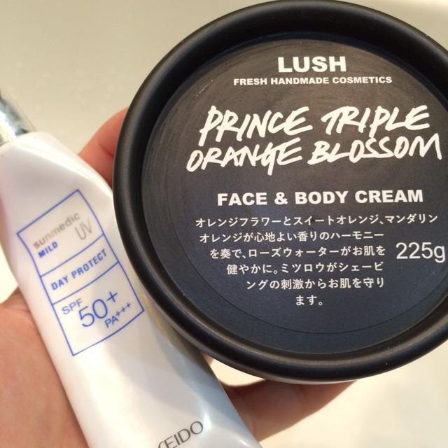 日焼け止めと固めの保湿クリームを混ぜて、顔全体に薄めに塗る。 私は普段この二つを愛用してます!