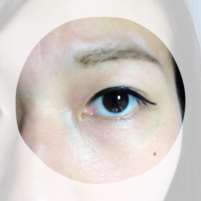 目を開けるとこんな感じ。二重幅広くないので、目を開くとアイライナーで埋まっちゃいます。目尻は少し払い気味に。