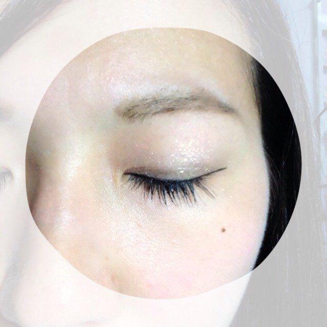 最後はマスカラを塗ります。ロングタイプを好んでいます。ビューラーは使わず、目を閉じたときに、あ…睫毛長いな…と思ってもらえるくらいの主張の弱い睫毛がすきです。 これでアイメイクおしまいです!