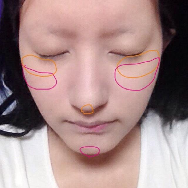 オレンジの部分にオレンジチーク。ピンクの部分にピーチピンク。鼻や顎に乗せると小顔効果がでます!