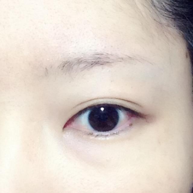 すっぴん眉と目です。