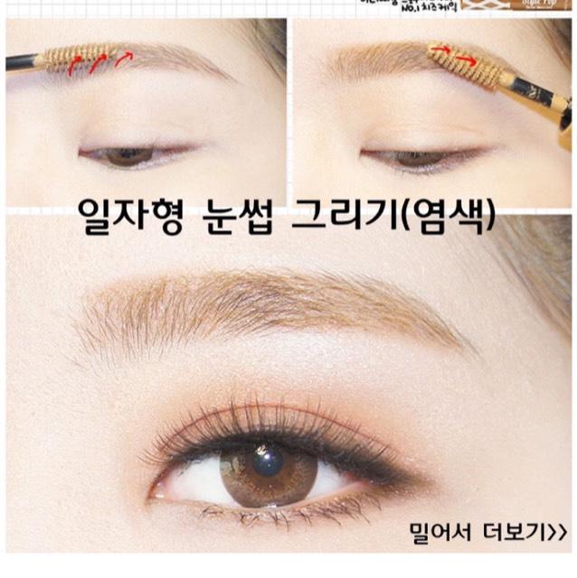 自分の髪の色より少し明るめの眉マスカラで色を合わせて完成!