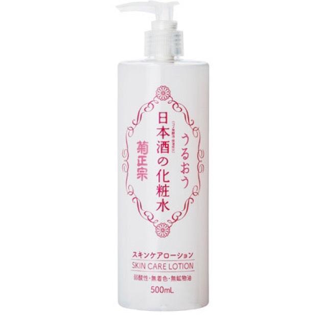 お風呂上がりに全身バシャバシャに使えます(^_^) もちろん化粧水なので顔パック用にも