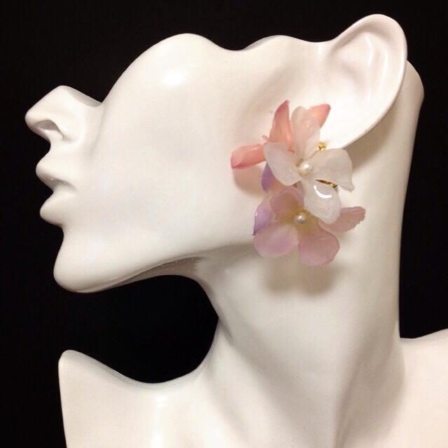 アクセはJewels in Sayaのお花モチーフをチョイス。 春っぽさ満点♡