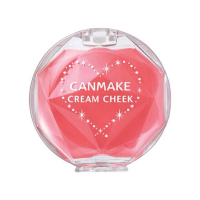 チークはキャンメイクの練りチーク(クリアピーチシュガー)を使用♪ 桃のような透明感ピンクがとっても可愛いのです♡
