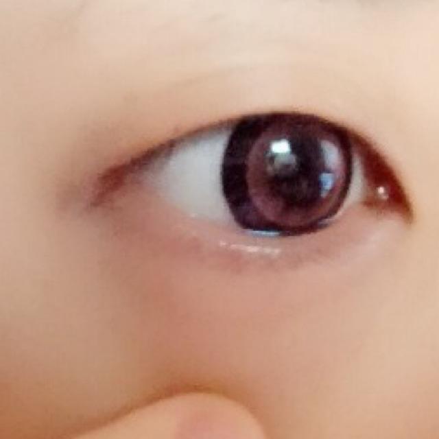 ① 二重を作る時同様、下瞼の油分は取っておくのがポイント。