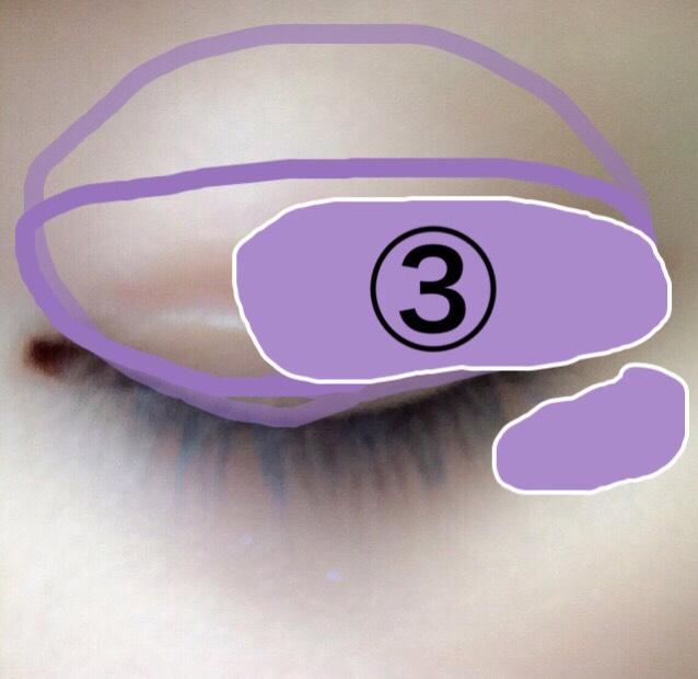 目尻側に濃い紫