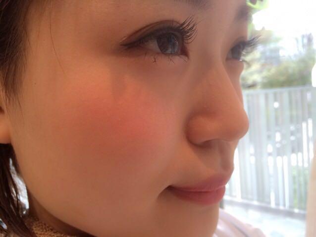 ②お肌の透明感 ベビースキン  ファンデーションの厚塗りは、絶対NG!!! ツヤ感のある薄づきなリキッドファンデーションのあとに、お粉で軽く押さえる程度にしましょう✨