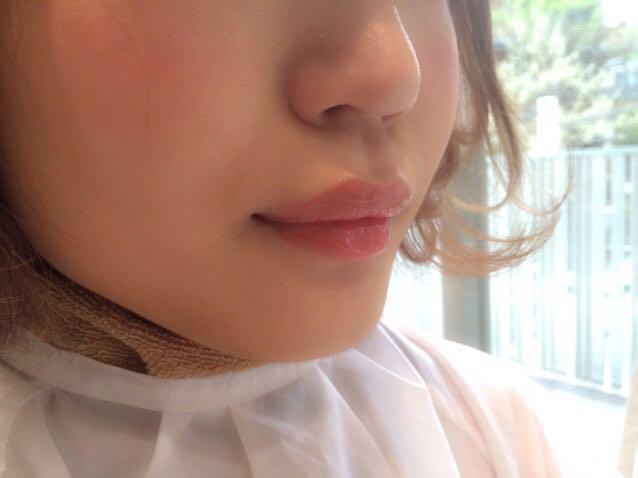④ぷっくり唇 ベビーリップ  赤ちゃんのようなぷっくり唇を表現するために欠かせないのは、透明のグロス。淡いピンク色のリップの上に透明グロスを重ねれば、ナチュラルなぷっくり唇に仕上がります!