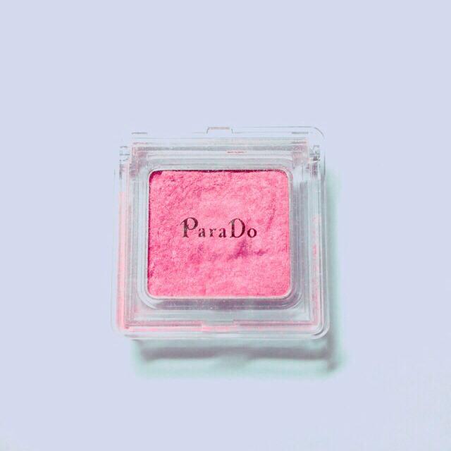 まずは、アイホール全体にピンク色のアイシャドウをうすくぬります。 私はアイシャドウが無かったのでPara Do(PK01)のチークを代用しました*(^o^)/*