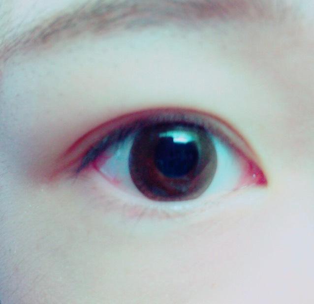 カラコンをする(ダリワンデーナチュラルブラウン) 眉毛は自眉に沿ってブラウン〜グレーのような色のペンで描く