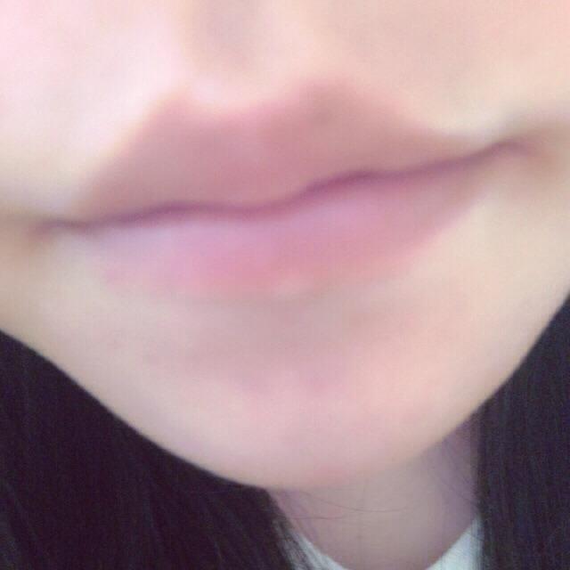 すっぴんの唇です。 めんどくさがりやな私なので普段は皮がめくれてなければ何も塗っていません。