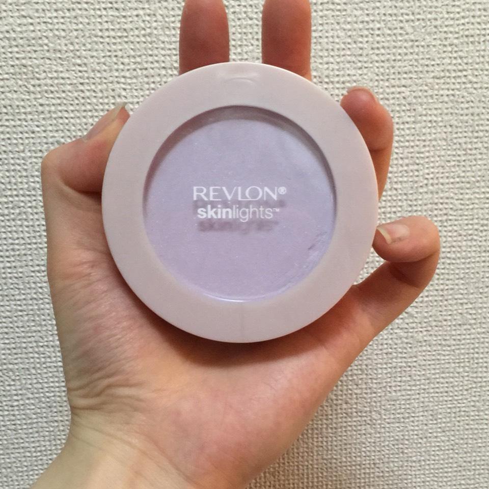 お次はレブロンのハイライト!ラベンダーカラーで透明感?が出る気がします!だけど塗りすぎると顔面が照明みたいになるので注意!