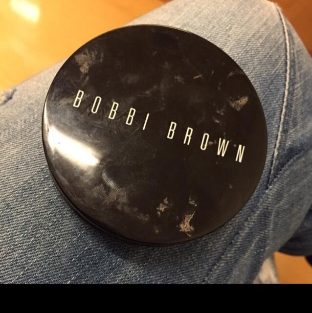BOBBI BROWN ブロンジングパウダーを眉頭~鼻先の両側に入れてぼかします