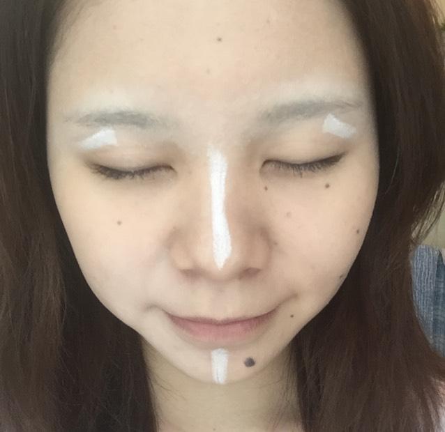 NYXのジャンボペンシルで、ハイライトをとります。鼻筋と眉上と顎!!!