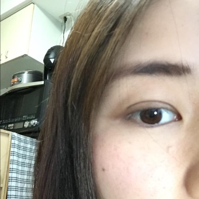 眉毛は自眉を基本として髪の色に合わせて眉尻の方を書き足しますー