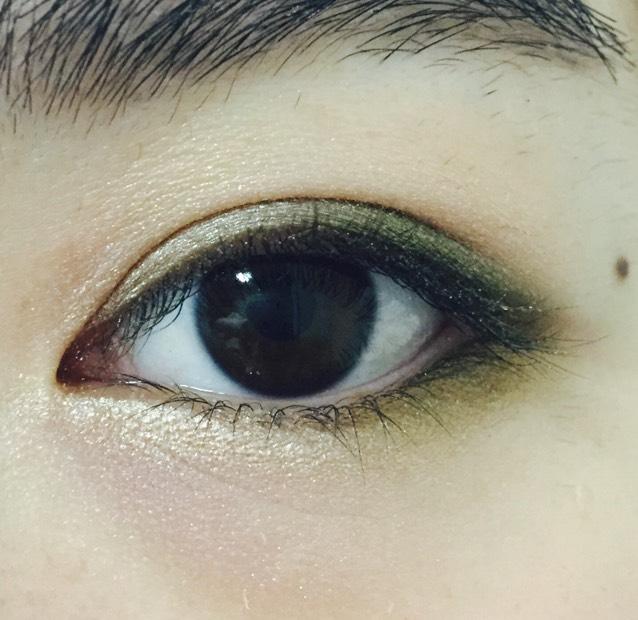 下瞼の目頭側にゴールド