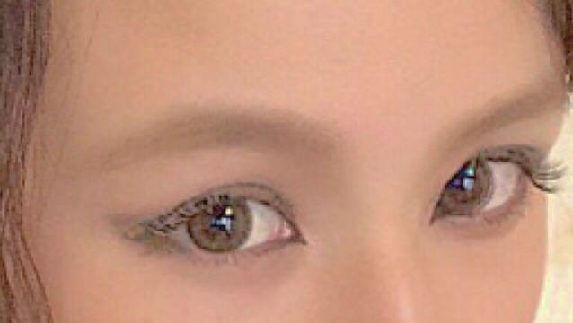マスカラには眉マスカラを塗って茶色にすると印象的な目になるよ。 切開もばっちりアイラインを引いて、ダブルラインもちょっと。