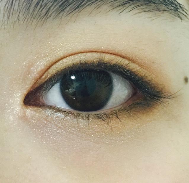 下瞼の目尻1センチほどブラウン
