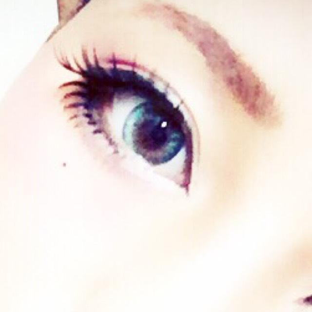 軽く下地をして 眉毛を適当に書く 眉マスカラはお好みで