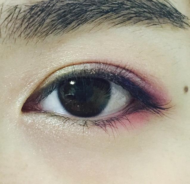 下瞼の目頭にゴールド