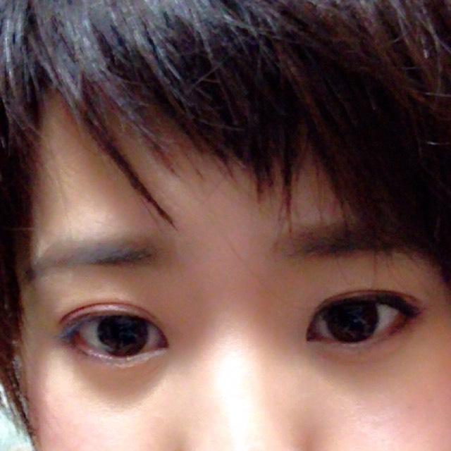 眉毛は目頭から目尻まで平行に描く!目尻をすぎたら丸くカーブ! 今年もやはり太眉がはやり!