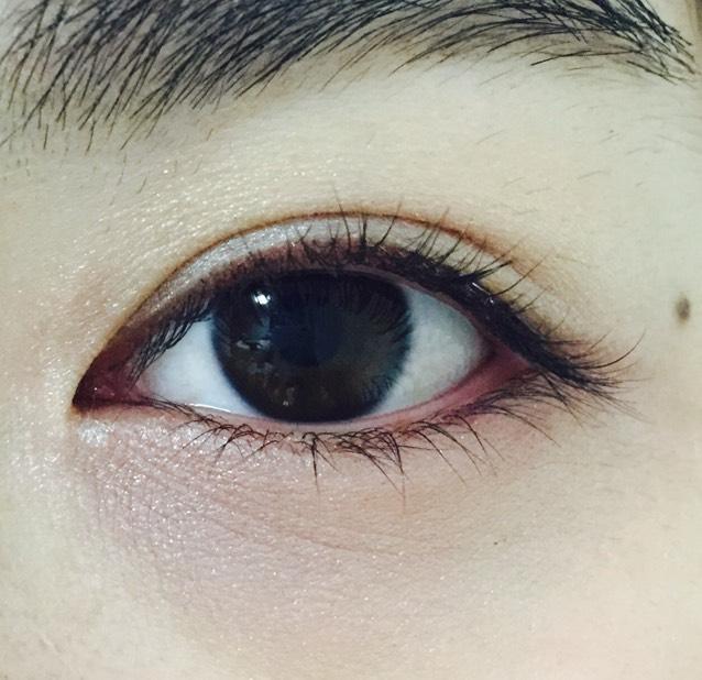 下瞼全体にホワイト