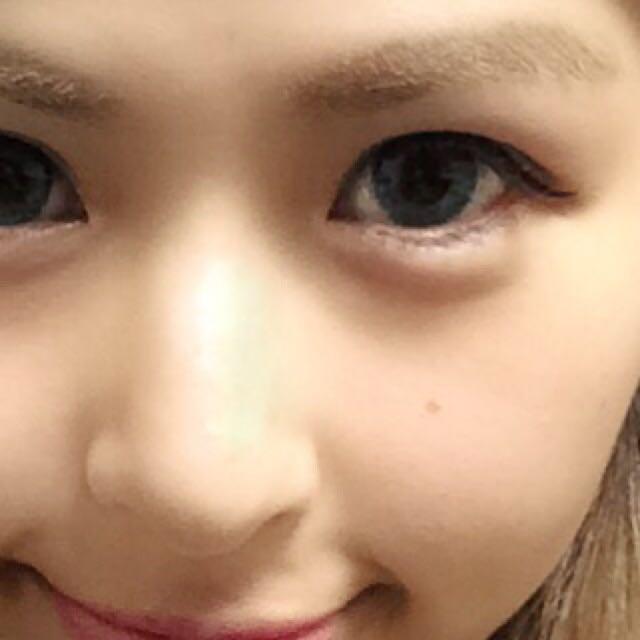 眉毛は太く 目と眉毛を近くして掘り深くみえるように