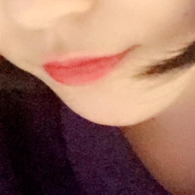 唇は赤リップで子どもっぽさをなくすように切れ長に塗ってください。 グロスは薄めにするといいです。