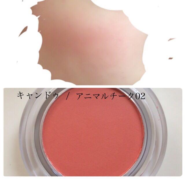 [キャンドゥ] こちらはすごく綺麗に発色してくれて可愛い頬に仕上がります! 画像ではわかりにくいのですが、ちょっとオレンジっぽいのでオレンジメイクにも使えると思います♪ 濃く目の下に入れると可愛くなると思います