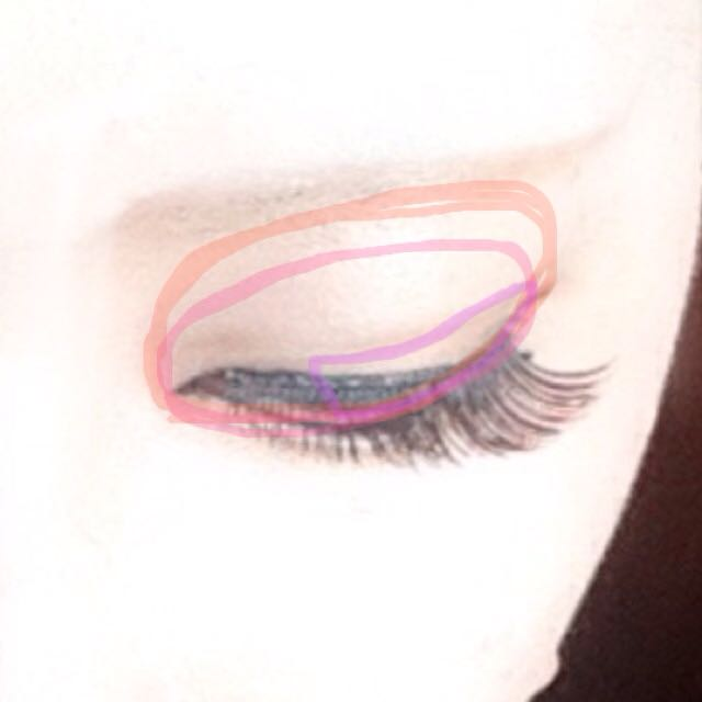 ② オレンジ→白系 ピンク→明るい茶色 紫→暗い茶色 をしっかりめに塗ります 目を伏せた画像がなかったのでファンデ詳細の時の画像持ってきてますごめんなさい(´;ω;`)