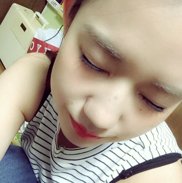 化粧水→ 下地→ ファンデーション→ 眉毛→ アイメイク→ チーク→ リップ