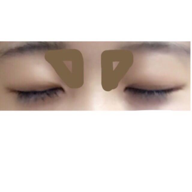 鼻の立体感が足りないと感じた場合は三角の場所にブラウンのシャドウを入れるとより立体感が出るのでオススメです