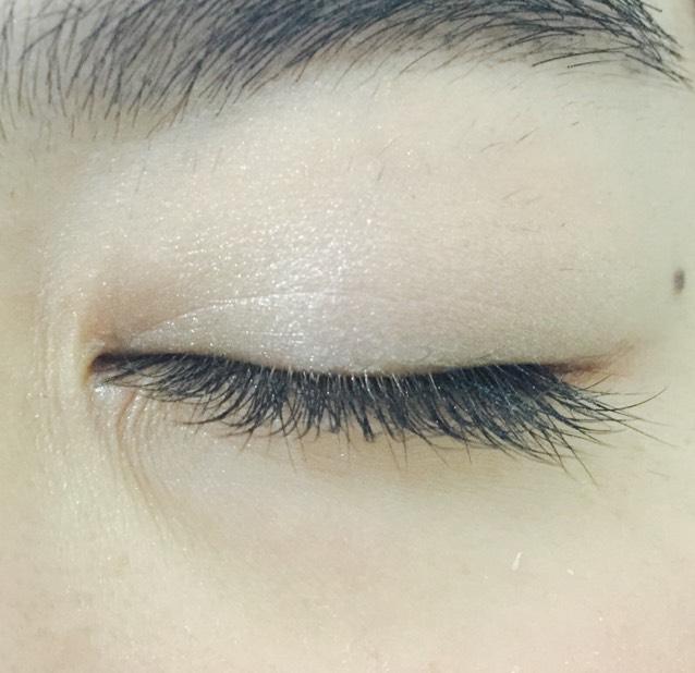 瞼全体にホワイト