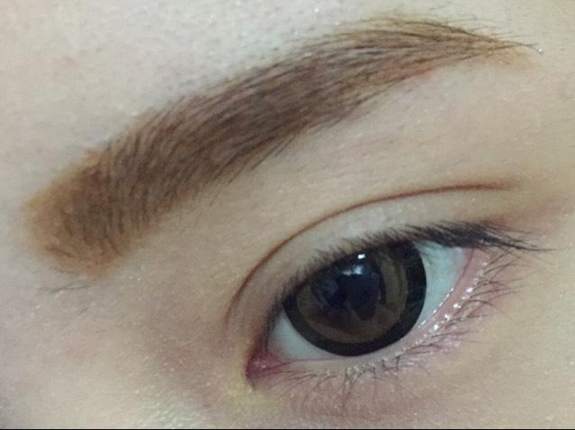 眉毛マスカラを塗って完成です。