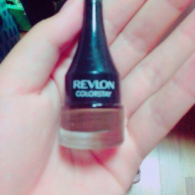Revlonのジェルアイライナーブラウンを使います。