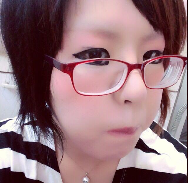 リップ控えめ♪(´ε` )ノーズシャドーも少し(=´∀`)人(´∀`=)