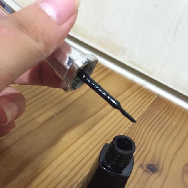 アイライナーは インクを付けるタイプ  ちなみに100均