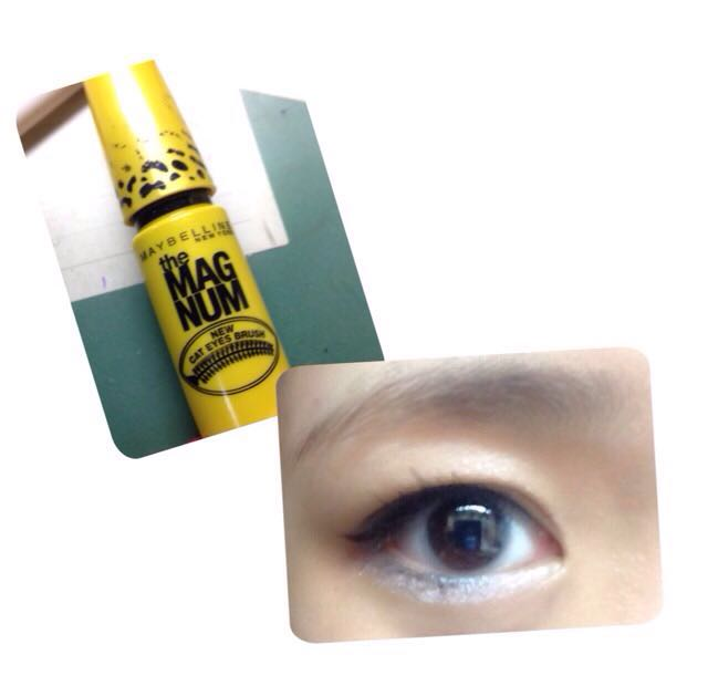 ⑥まつげをビューラーでしっかりあげます。下まつげもビューラーをしてください。  ⑦マスカラで、黒目と目尻のまつげを意識して塗っていきます。 下まつげは、黒目部分を意識して塗ります。  (メイベリンのキャットアイ)