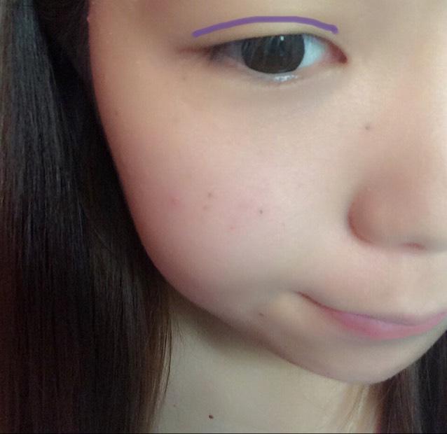 紫色で線を引いたところ(二重幅)に合わせて アイブロウペンシルで なぞります♪