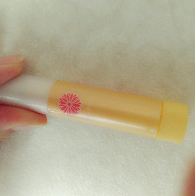 11.リップはメンタームの口紅がいらないリップのオレンジピンクを使います