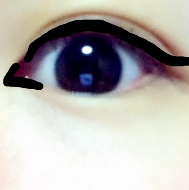 目尻からのラインはリキッドライナーを使ってます。 長めに引きましょう! それ以外はジェルライナーを使ってます 目頭切開メイクは、それぞれの目に合わせて引いてください