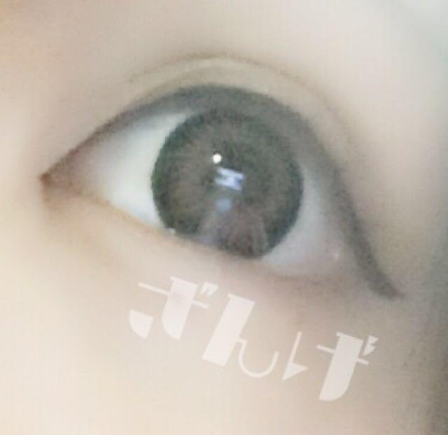 ♡︎/アイライン 生え際も塗りながらがっつりアイラインを引く。  黒目を強調させるように!  目尻は少しはねさせる。  このときに切開ラインも引いておく。